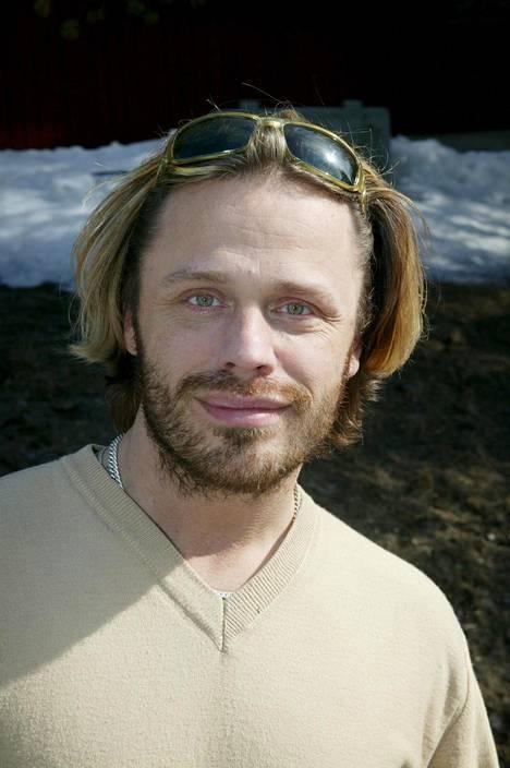 Teuvo Loman tunnetaan tv-kasvona ja stailistina, mutta hän loi aikoinaan myös musiikkiuraa. Kuva vuodelta 2004.