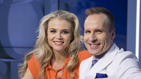 Puoli seitsemän -ohjelman juontajat Susanna Laine ja Mikko Kekäläinen.