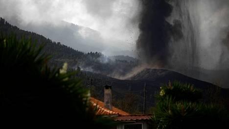 ainakin 320 rakennusta ja 154 hehtaaria maastoa on tuhoutunut purkauksen takia