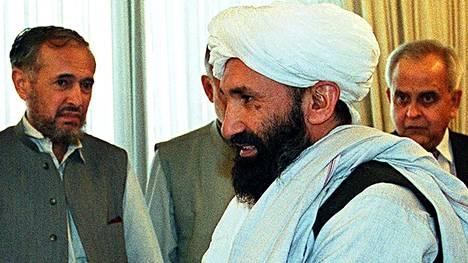Afganistanin pääministeriksi nousi YK:n terroristilistalla oleva mullah Mohammad Hassan Akhund. Kuva vuodelta 1999, jolloin Akhund toimi ulkoministerinä.