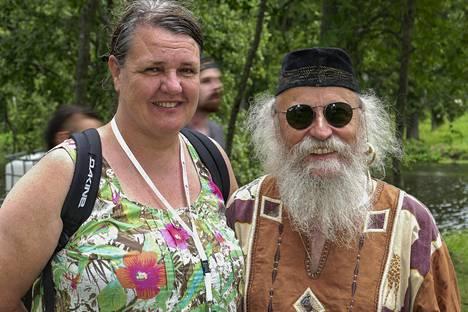 Provinssirockin grand old man, perustaja Suikki Jääskä piipahti Provinssissa ystävättärensä Arja Lounion seurassa.
