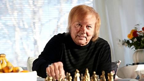 Dannyn elämän varrelle on mahtunut musiikin lisäksi ruotsalaisen linnan isännöintiä.