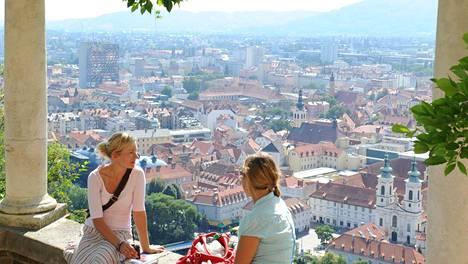 Linnavuorella on nykyään puistoja, kahviloita ja ravintoloita sekä kaunis näköala kaupungin ylitse.
