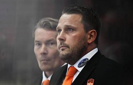 Tuomarien ratkaisu ei maistunut HPK:n päävalmentajalle Antti Pennaselle.