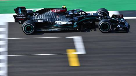 Valtteri Bottas vauhdissa Mercedeksen F1-autolla. Bottas allekirjoitti hiljattain vuoden jatkosopimuksen.