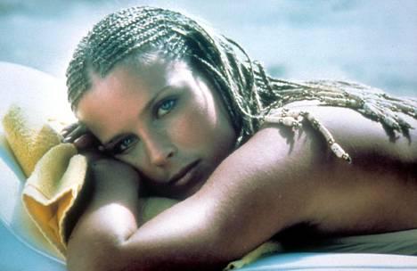 Bo Derek 23-vuotiaana vuonna 1979 elokuvassa 10 – nainen kuin unelma.