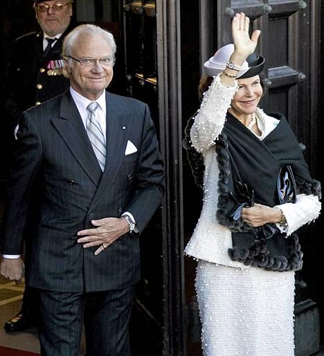 Ruotsin kuningas Kaarle XVI Kustaa ja kuningatar Silvia osallistuvat juhlintaan.
