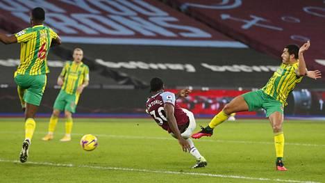 West Hamin Michail Antonio (kesk.) vastasi voittomaalista.