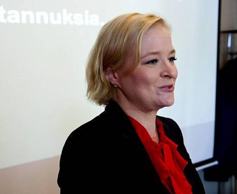 Entinen kokoomusmeppi Piia-Noora Kauppi toimii finanssialan lobbarina.