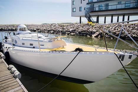 Tapio Lehtisen kilpavene Gaia 36 Asteria toukokuussa Helsingin vesillä.