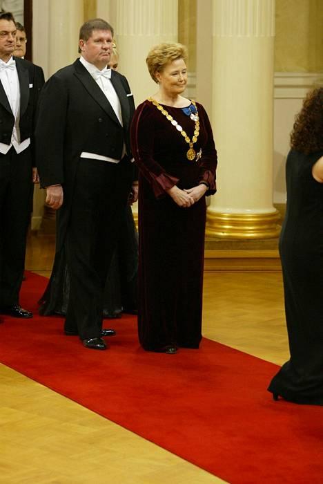 Fredi oli tuttu näky Linnan juhlissa sekä oman uransa vuoksi että puolisonsa, Helsingin kaupunginjohtajana toimineen Eva-Riitta Siitosen rinnalla.