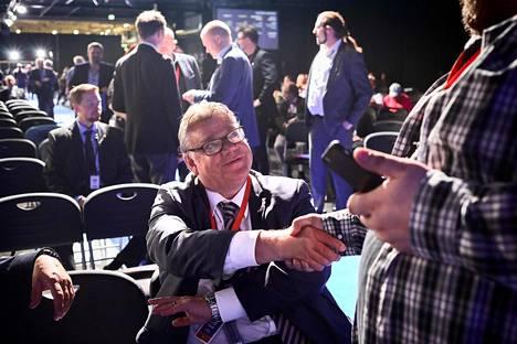 Perussuomalaisen puolueen isä ja suuruuden luoja Timo Soini jätti puolueen toisiin käsiin puoluekokouksessa 2017. Puoluekokous oli tyly kiitos Soinin elämäntyölle.