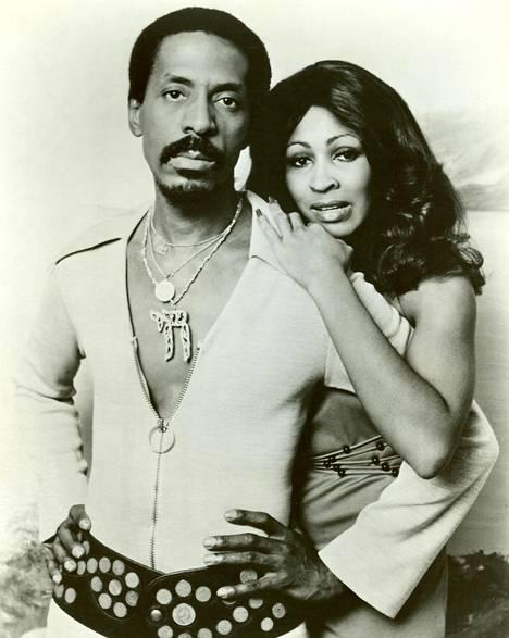 Ike ja Tina Turnerin suhde oli myrskyisä.