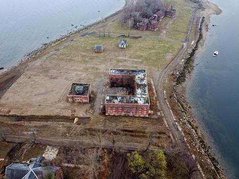 Bronxin kaupunginosaan hallinnollisesti kuuluva Hartin saari on reilut puolitoista kilometriä pitkä ja puoli kilometriä leveä.