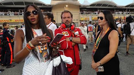 Naomi Campbell, Gino Rosato ja Minttu Räikkönen Bahrainissa.