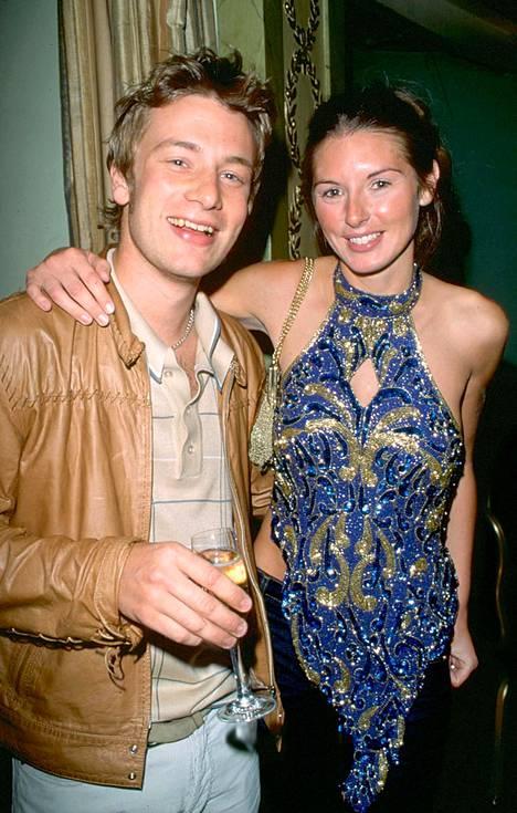 Oliver on ollut naimisissa vaimonsa Juliette Nortonin kanssa vuodesta 2000.