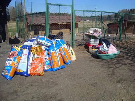 Viipurin koiratarhalla tarvitaan kaikenlaista ruokasäkeistä alkaen.