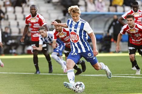 HJK pelasi keskiviikkoiltana kauden ensimmäisen kotiottelunsa Veikkausliigassa – klassikkomatsi FC Hakaa vastaan päättyi 3–1-voittoon.