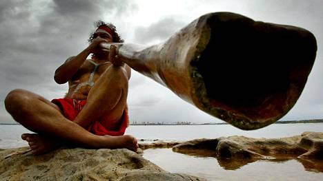 Ensimmäisten asukkaiden arvellaan saapuneen Australiaan noin 60000 vuotta sitten. Aboriginaalit ovat heidän jälkeläisiään.