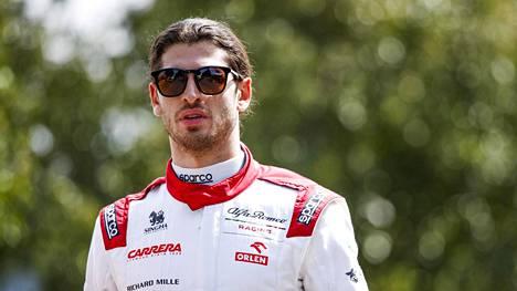 Giovinazzi debytoi F1-sarjassa vuonna 2017.