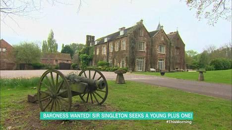 Tulevalle vaimolle olisi tiedossa yleellistä elämää Slyden omistamassa linnassa.