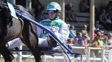 Epäonnisen hevosen ennätyksessä roimasti ilmaa – harvinaiset syyt pilasivat viime juoksut