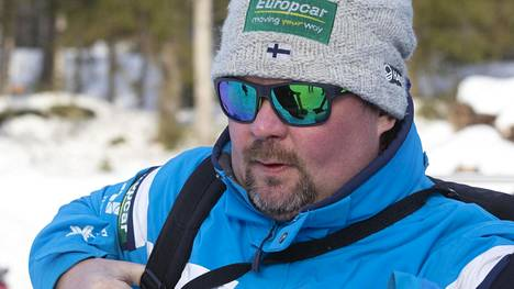 Suomen yhdistetyn joukkueen mäkivalmentaja Jarkko Saapunki ei säästellyt sanoja tai itsekritiikkiä ruotiessaan suojattiensa esityksiä mäessä.