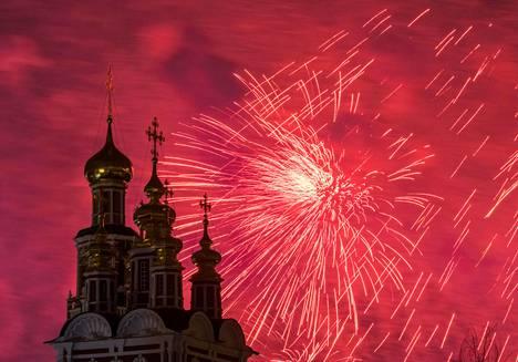 Venäjällä juhlittiin sunnuntaina isänmaan puolustajien päivää. Päivä huipentui isoihin ilotulituksiin Moskovassa.