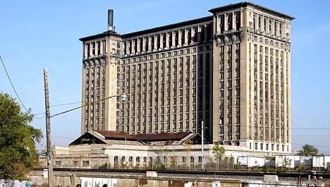 Detroitin keskustassa rapistuvasta vanhasta päärautatieasemasta on tullut kaupungin alamäen symboli.