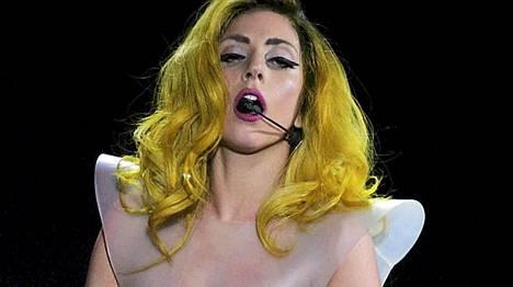 Lady Gaga ja Elton John ovat hyviä kavereita.
