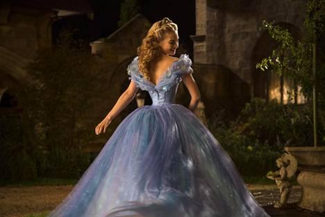 Dowton Abbeyn lisäksi Lily James tunnetaan Disneyn prinsessaelokuva Cinderellasta.