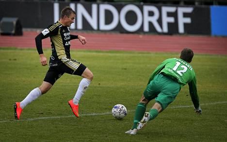 Viron avausmaalin tehnyt Gert Kams edusti SJK:ta 2013–2014.