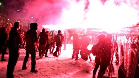 Itseään kiakkovieraiksi väittävät ovat julkaisseet verkossa kirjoituksen, jossa he perustelevat perjantain toimintaansa Tampereella.