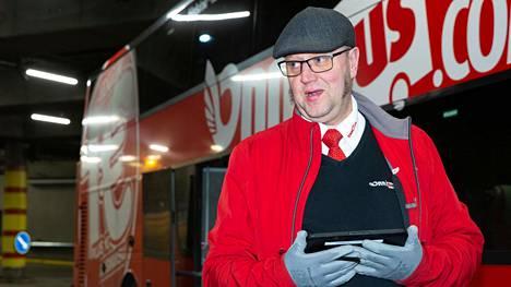 Onnibus-kuljettaja Marko Laakso lähti lauantaiaamuna kohti Hämeenlinnaa ja Tamperetta kaksi matkustajaa kyydissään.