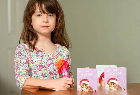 Lontoolainen Florence Widdicombe, 6, löysi kissajoulukorteistaan vankien terveisiä korttitehtaalta. Kuvan kortit ovat samasta pakasta kuin kortti, josta viesti löytyi.