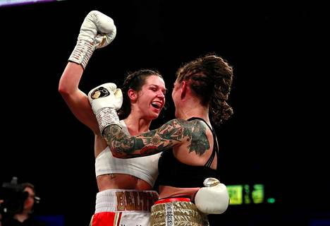 Wahlström (oik.) halasi Terri Harperia heti tappion hetkellään.