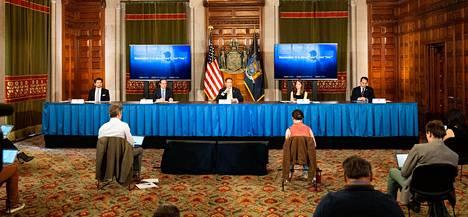 Kuvernööri Andrew Cuomo pitää päivittäin tiedotustilaisuuden koronatilanteesta.