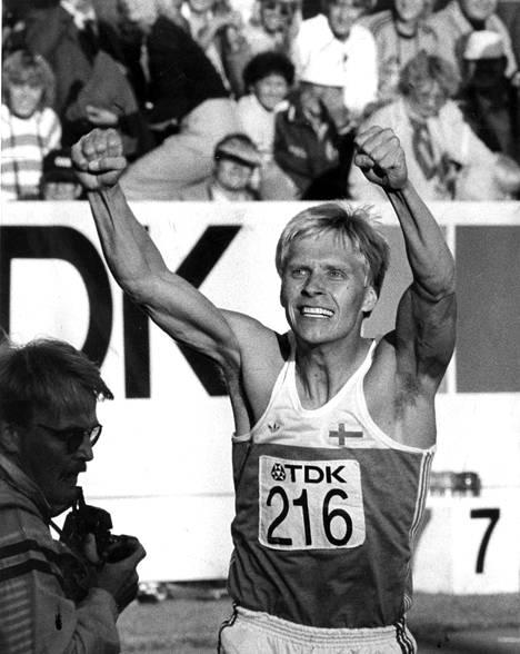 Arto Bryggare saavutti 110 metrin aitojen MM-hopeaa Helsingissä 1983.
