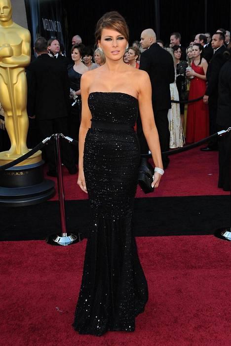 Melania vuoden 2011 Oscar-gaalan punaisella matolla.