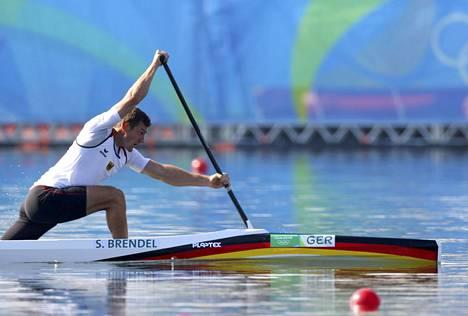 Saksan Sebastian Brendel meloi erävoittoon miesten kanadalaisen yksikön 1000 metrin kisan alkuerissä.