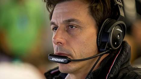 """Mercedeksen pomo uskoo Vettelin ja Räikkösen mahdollisuuksiin – """"Heillä on iso etu"""""""