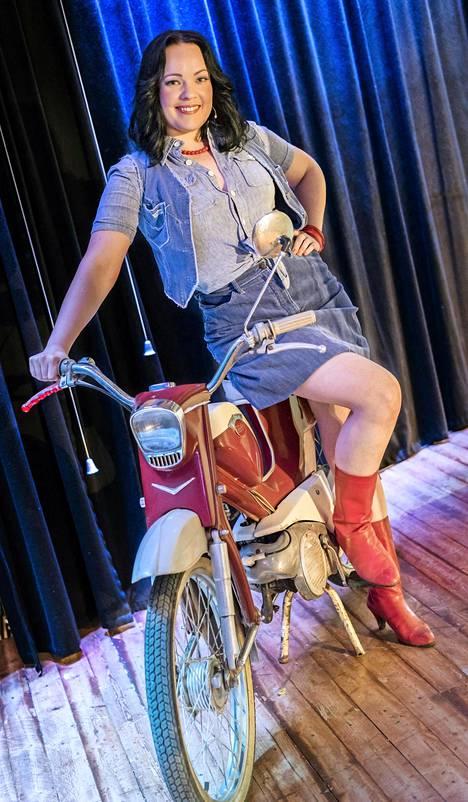 Suvi Karjula näyttelee Baddingin tyttöystävää.