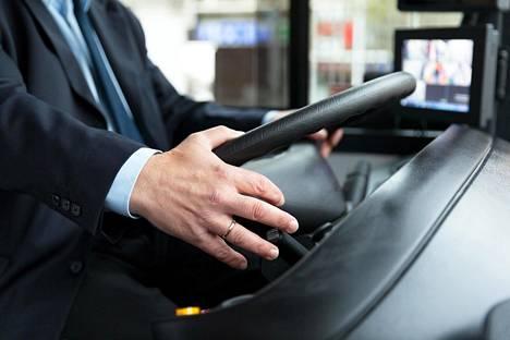 Bussikuskina työskennellyt huomauttaa, että suomen kieltä ymmärretään yllättävissäkin paikoissa.