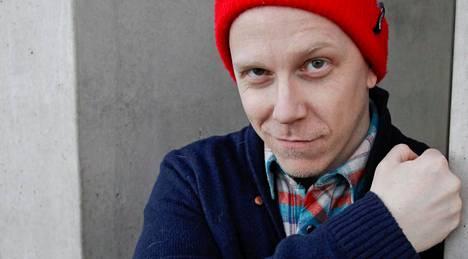 Apulanta-yhtyeen laulaja Toni Wirtanen ilmoitti torstaina Facebookissa avioituneensa.