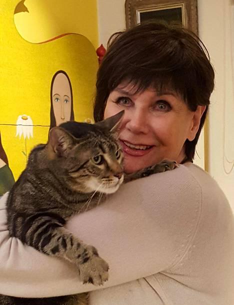 """29.12. """"Rakastan kissoja. Loukkaannumme Eetun kaa, jos vieras ilmoittaa """"etten ole kissaihminen"""". Se on sama kuin sanoisin lapsiperheelle, että en ole lapsi-ihminen."""""""