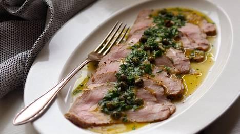 Kun sekä maustettu liha, että marinadi muhivat yön yli, maku on mahtava.