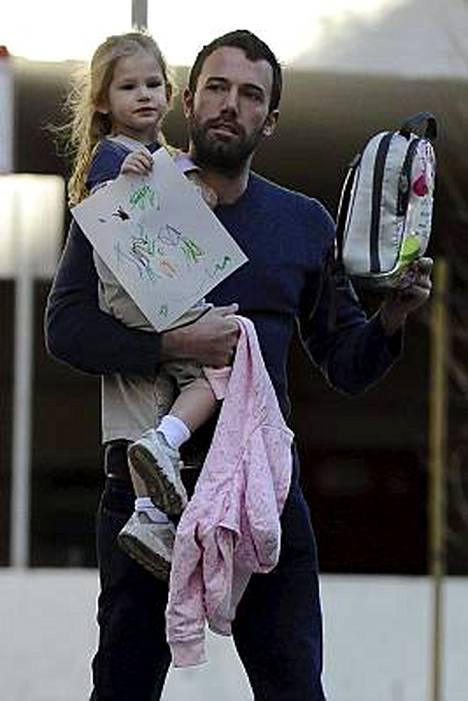 Ben Affleck haluaa pojan Violet- (kuv.) ja Seraphina-tytärtensä seuraksi.
