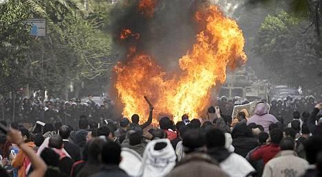 Pääkaupunki Kairossa on mellakoitu rajusti