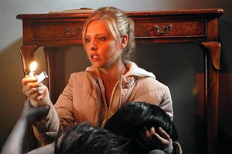 sarah Michelle Gellar kauhuelokuvassa Kauna.