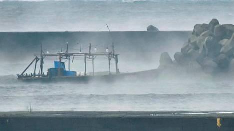 Arkistokuvassa pohjois-korealainen laiva, joka ajautui Japanin rannikolle marraskuussa.